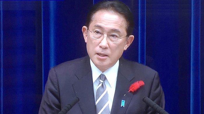 PM Jepang Serius Bicara, Penonton Malah Komentari Ketombe di Jasnya Saat Jumpa Pers